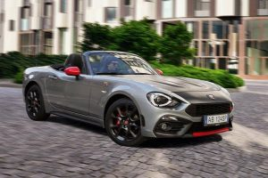 Abarth 124 Spider, animo ribelle e look da capogiro