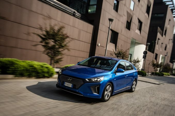Hyundai Kona Electric e IONIQ Plug-in Hybrid  premiate ai New Car Awards di Auto Express